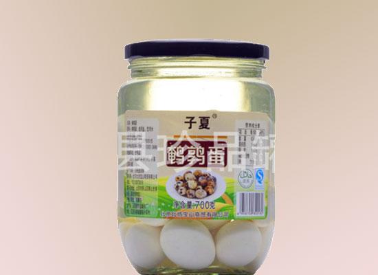 鹌鹑蛋罐头采用优质原料,是馈赠亲友的佳品