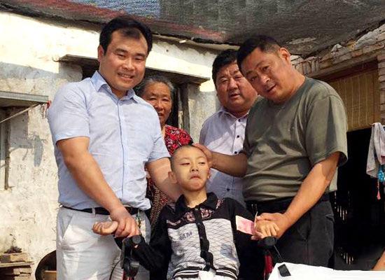 郑东新区残联开展精准助残 爱心企业帮扶23户残障家庭