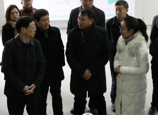 发展特色产业,市委书记陈瑞峰上任伊始率众视察中兴食品公司