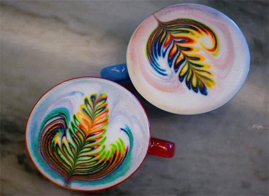 咖啡的多姿多彩,彩虹拉花咖啡