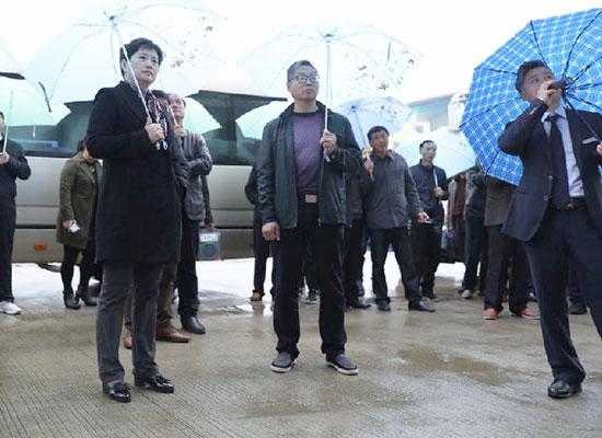 新干县县委书记包静等领导莅临铭瑞新厂区参观指导!
