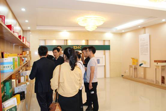热烈庆祝江西馨波尔公司与中农科达成战略合作