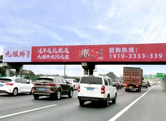 耗资千万,九眼桥霸屏全成都十余座跨天桥广告牌