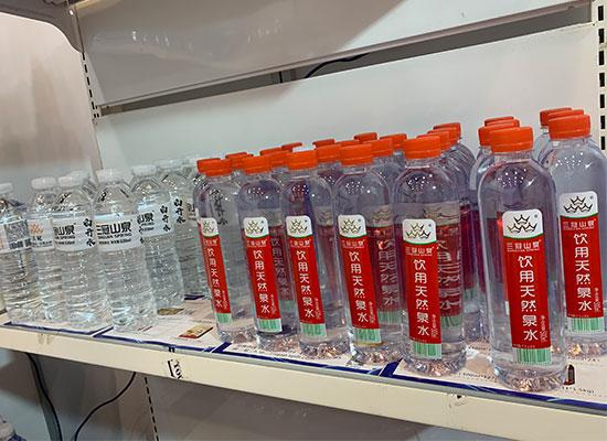 三冠饮品在郑州糖酒会大展风采,现场火爆,多款产品重磅亮相!