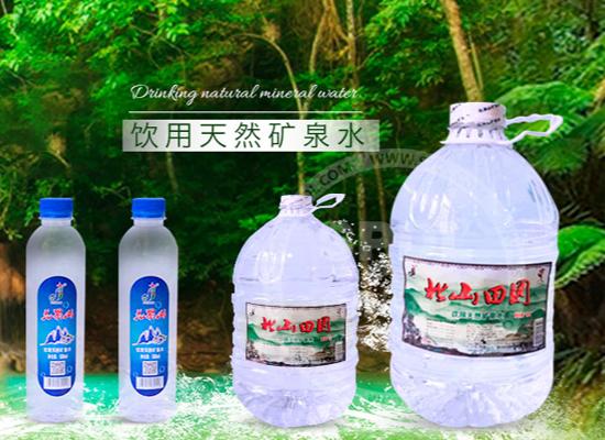 花果山天然矿泉水,口感清甜甘冽,深受消费者青睐