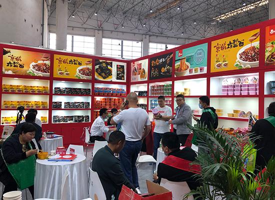 秾嘉食品亮相漯河食博会,现场人流如织,火爆异常!